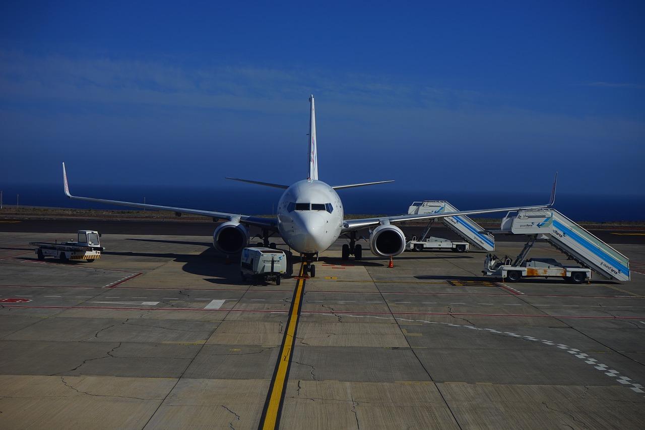 aircraft-461922_1280