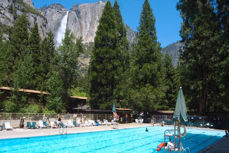 yosemite-valley-lodge-pool_1000x667