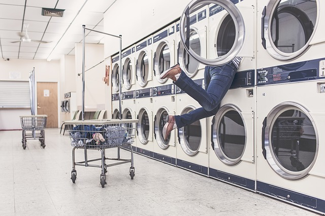 8 handy tips to avoid overpacking - plan to do laundry