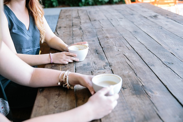 How to Meet People While Solo Travelling - Gruop