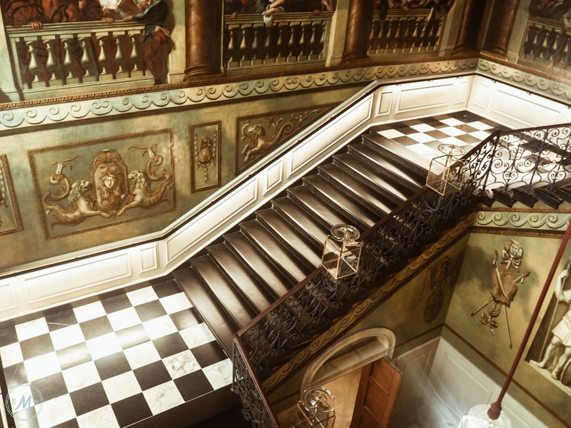 Ultimate guide to visiting Kensington Palace - Kensington apartments, the kings staircase