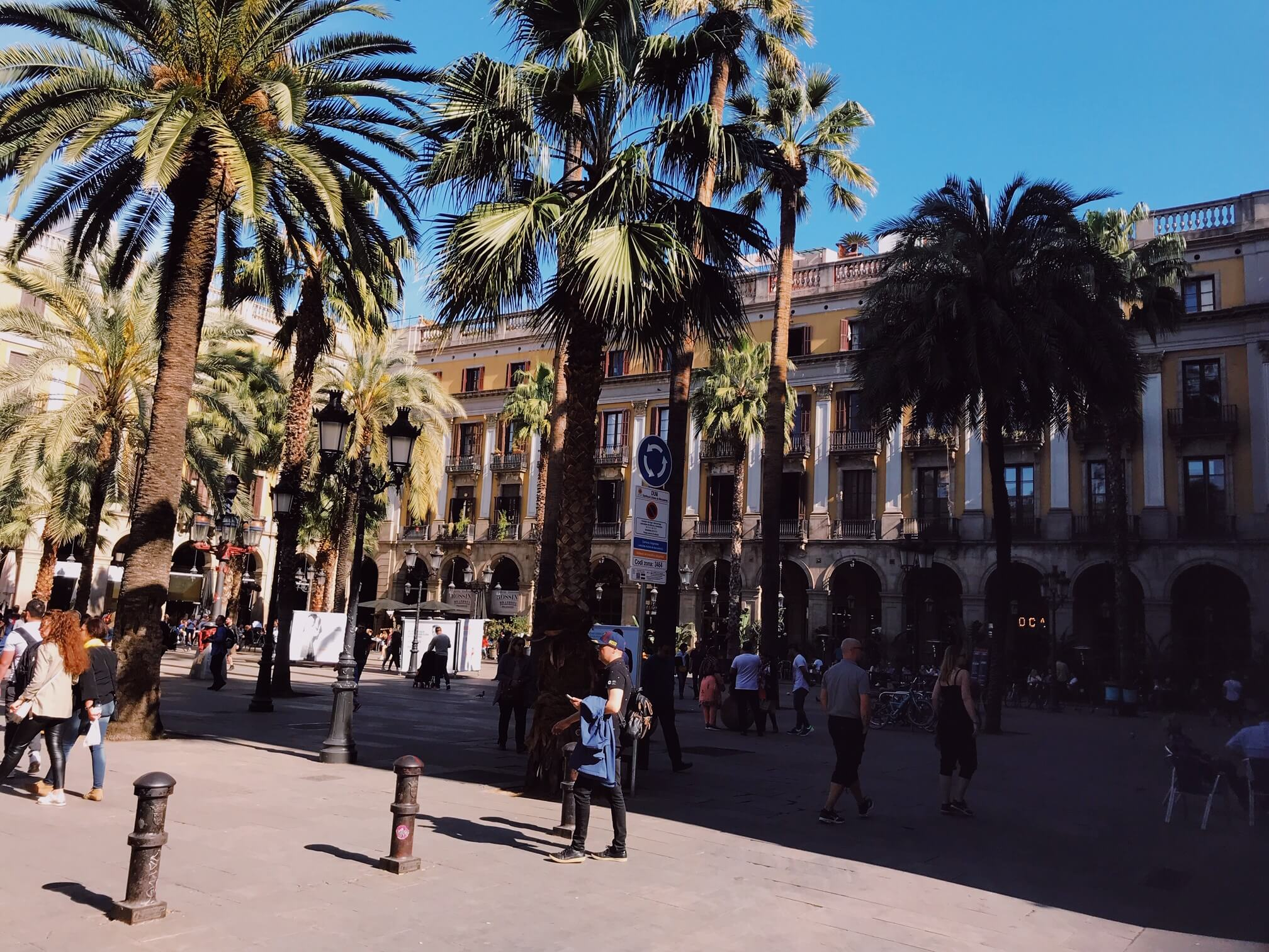 What to do in the gothic quarter barcelona: Placa Reial